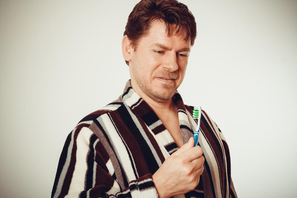 Gum Bleeding: Causes and Treatment   HealtSoul
