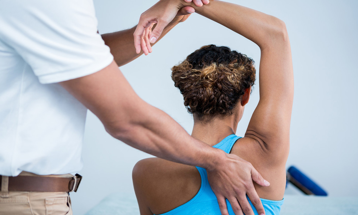 What Actually Happens During a Spinal Adjustment? | HealthSoul